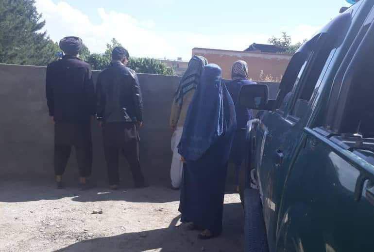 Photo of بازداشت پنج مرد و یک زن به اتهام قتل در تخار