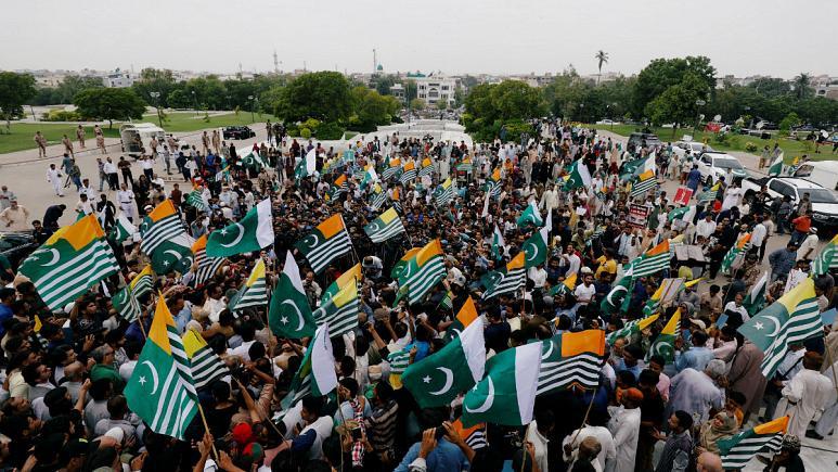 Photo of راهپیمایی پاکستانیها با عمران خان در همبستگی با کشمیر تحت کنترل هند