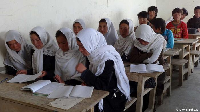 Photo of فعالان مدنی: ۸۰ هزار کودک در غور از مکتب محروم شدهاند