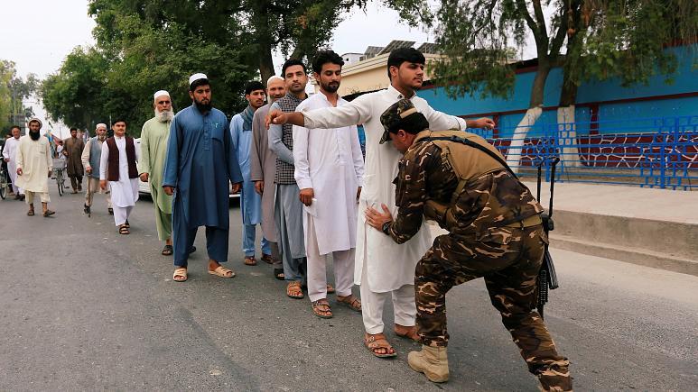 Photo of چه کسانی با وجود تهدیدات امنیتی در انتخابات ریاست جمهوری افغانستان رأی دادند؟