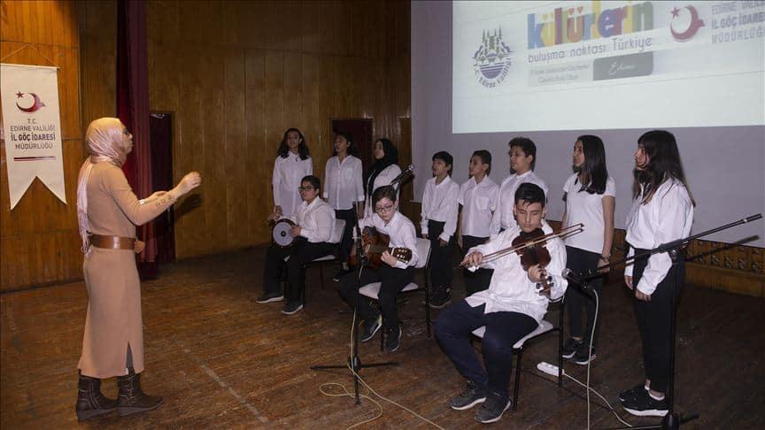 Photo of کنسرت مشترک دانشآموزان ترکیهای، سوریهای و افغانستانی در شهر ادیرنه ترکیه