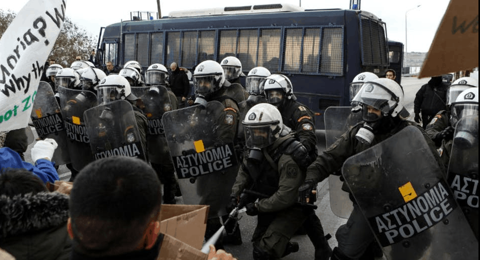 Photo of اعتراضات پناهجویان در یونان با برخورد شدید پولیس مواجه شد